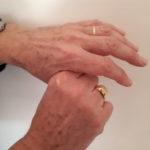 JSJ de duim vasthouden